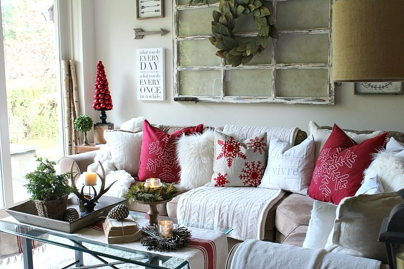 Traditional Christmas decor ideas create a cozy farmhouse look that is creative and inviting to guests
