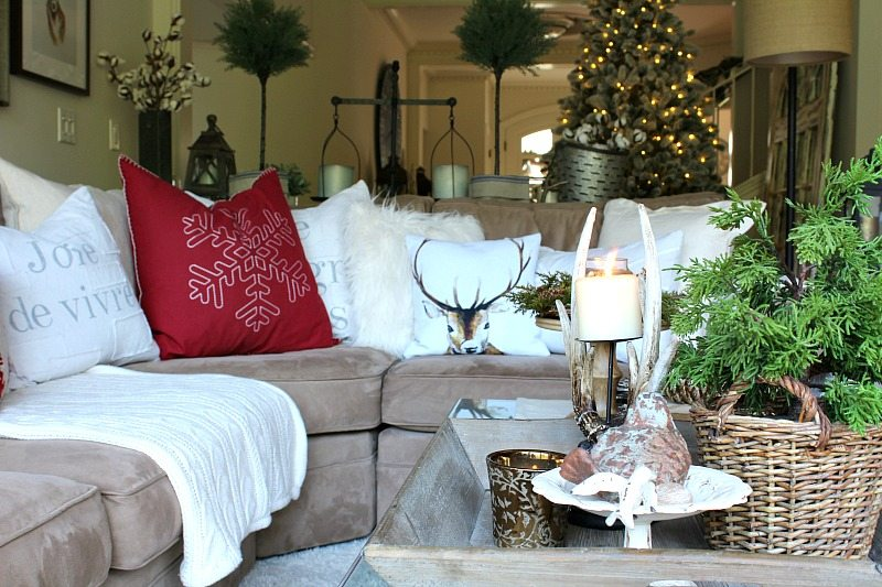 Ready for Holiday Entertaining in this cozy Christmas Home Tour