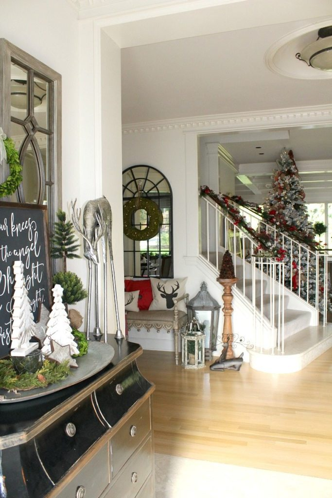A Christmas Tour with fabulous festive ideas from The Design Twins: Welcome to Julie's Home
