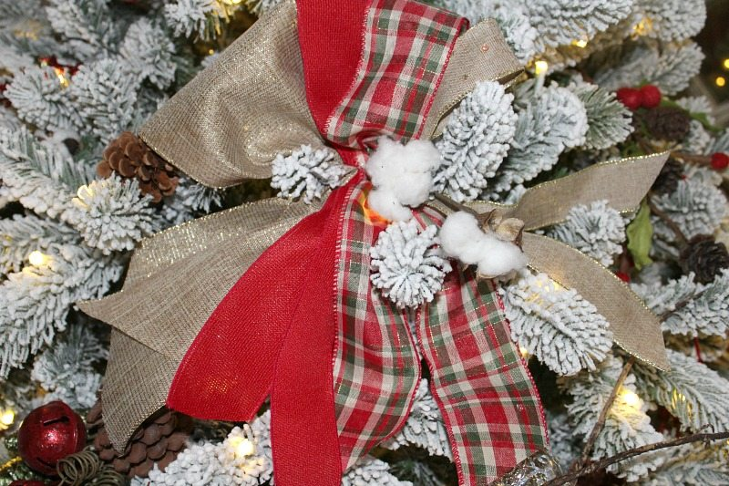 Easy to make DIY bows add the perfect professional look to your Christmas Tree