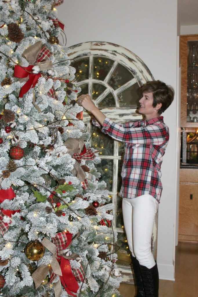 Step by Step professional decorating tips to create a magical Christmas Tree