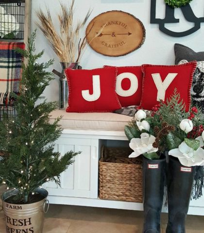 Creative Farmhouse Holiday Decor to add Joy to your home