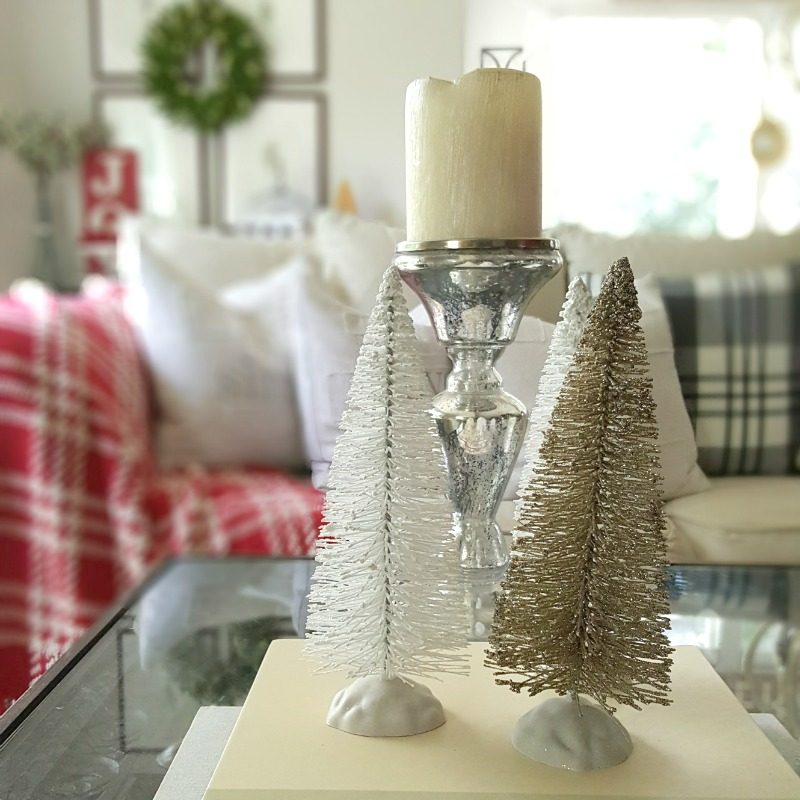 Holiday Coffee Table:  Essential Decor Elements