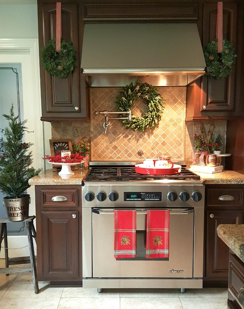 Kitchen christmas update with fresh greens and red details.