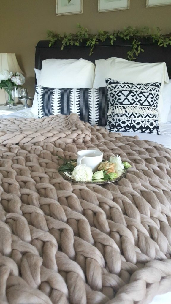 Luxurious and soft, this is the most amazing blanket you will ever find, and you can kit it yourself!