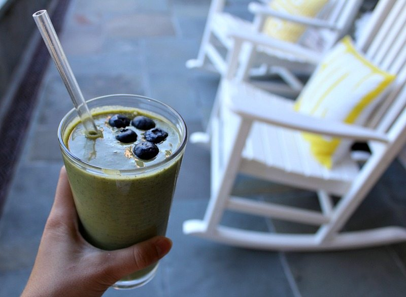 Great way to health with green smoothie cleanse to detox and lose weight!