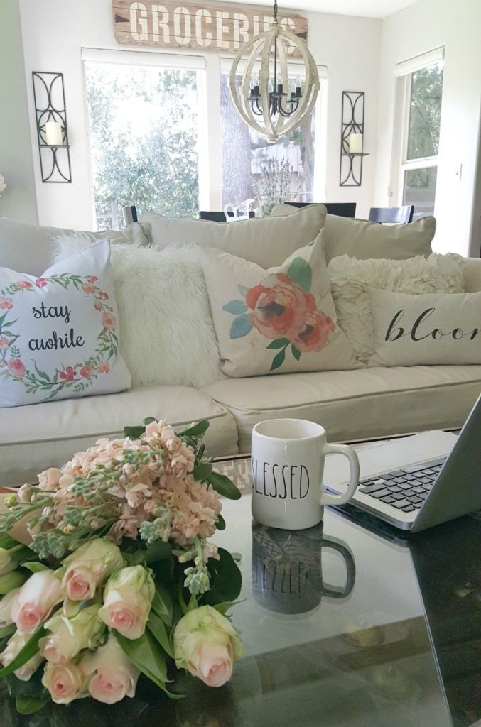 6 budget spring decor ideas with pillows & flowers