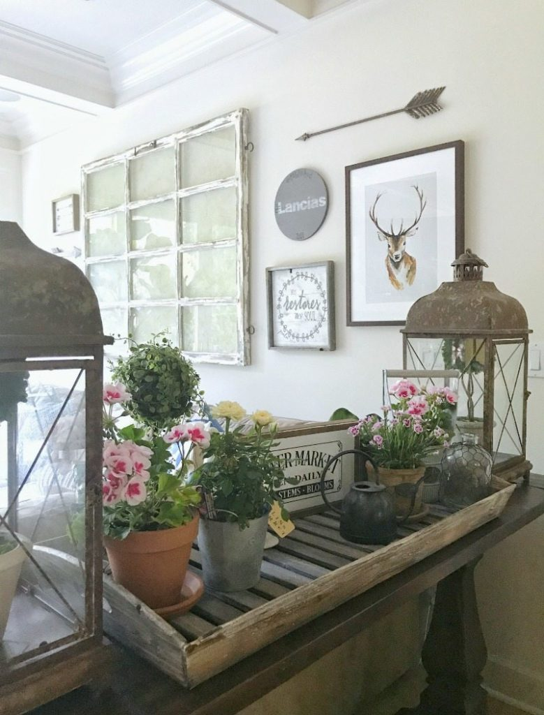 farmhouse decorating with vintage antiques
