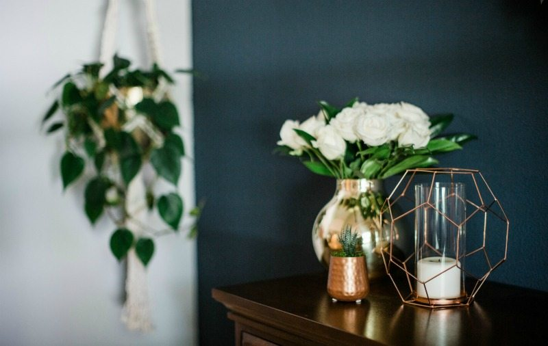 summertime decor shines with gold accents