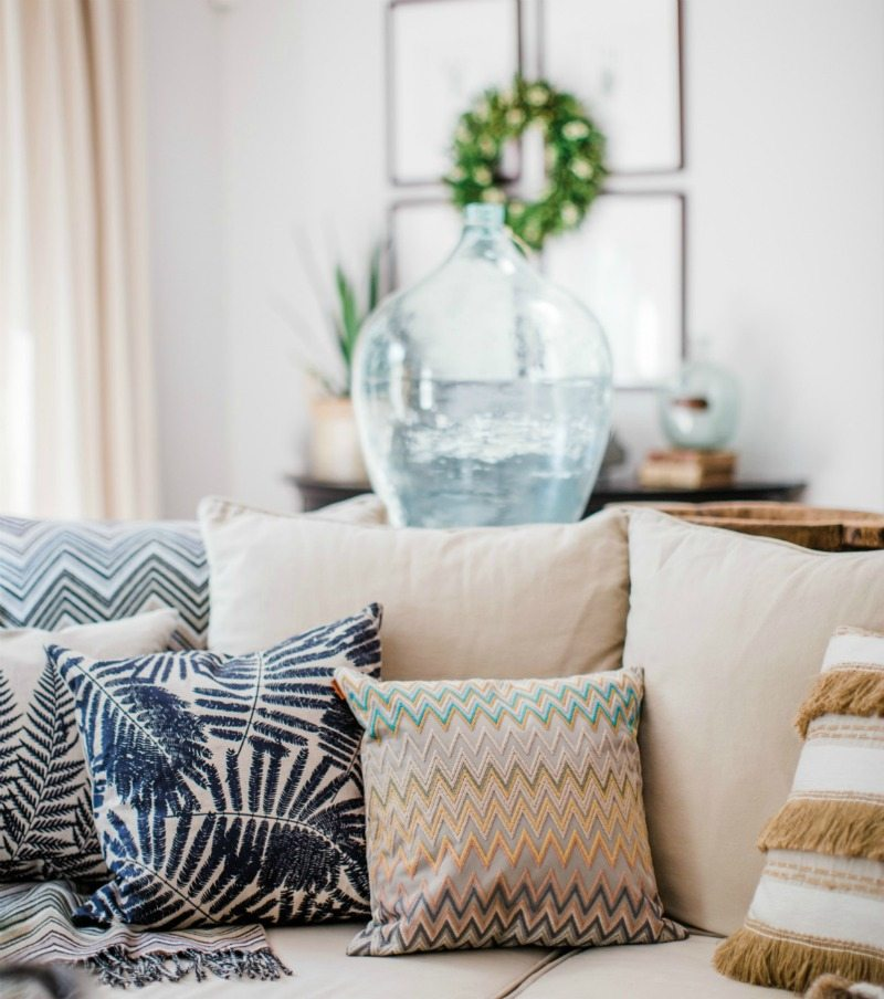 easy summertime decor update with throw pillows