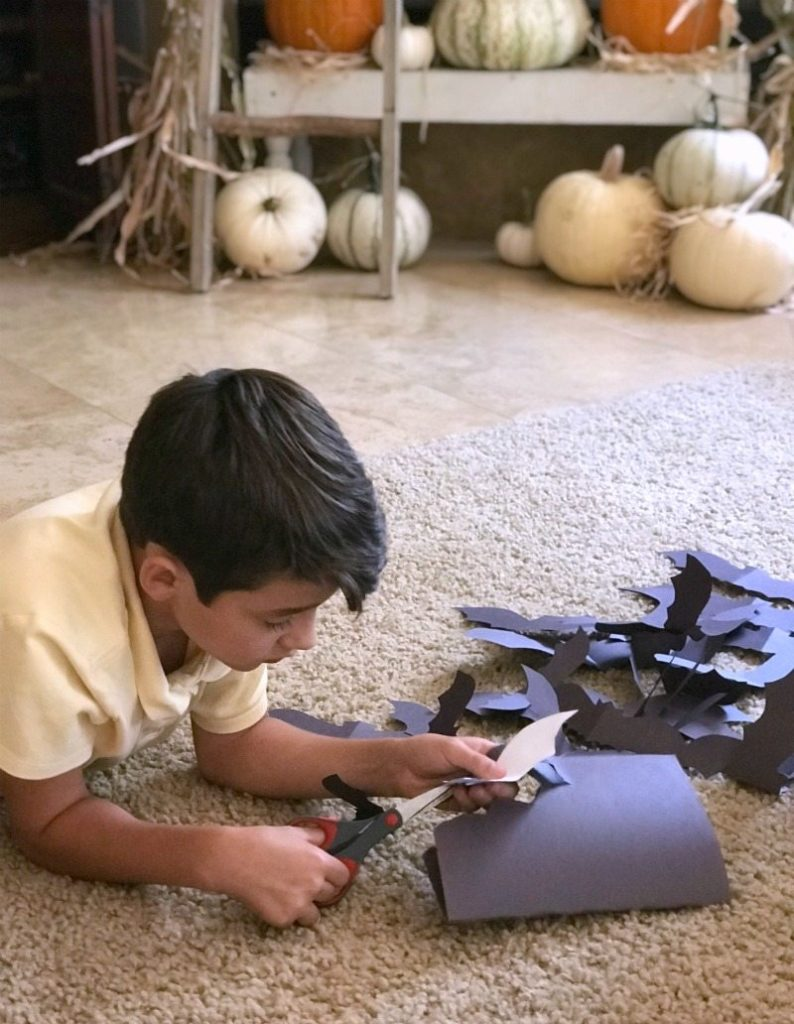 Simple paper bats halloween craft