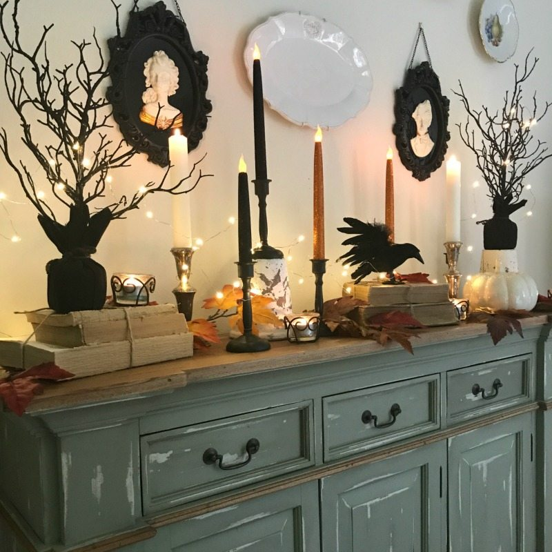 Fun and easy Halloween Tablescape