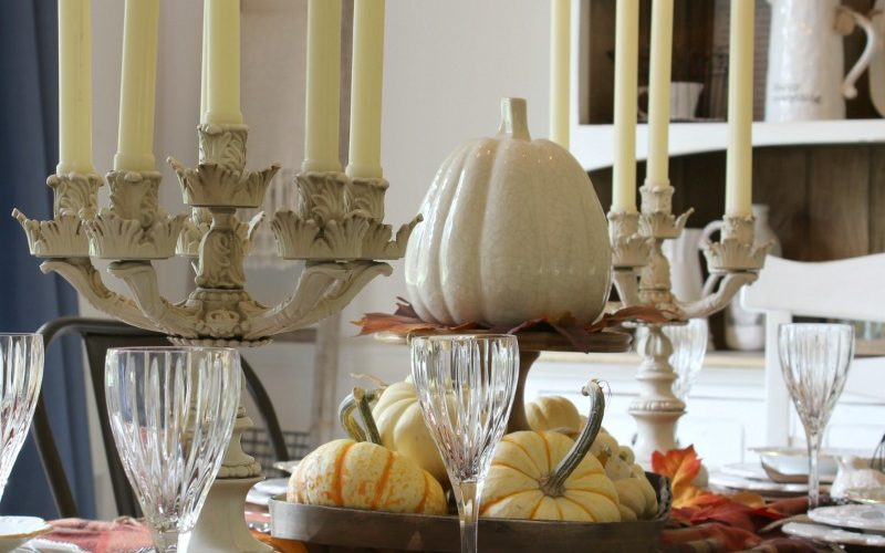 How to Set a Glamorous Thanksgiving Table