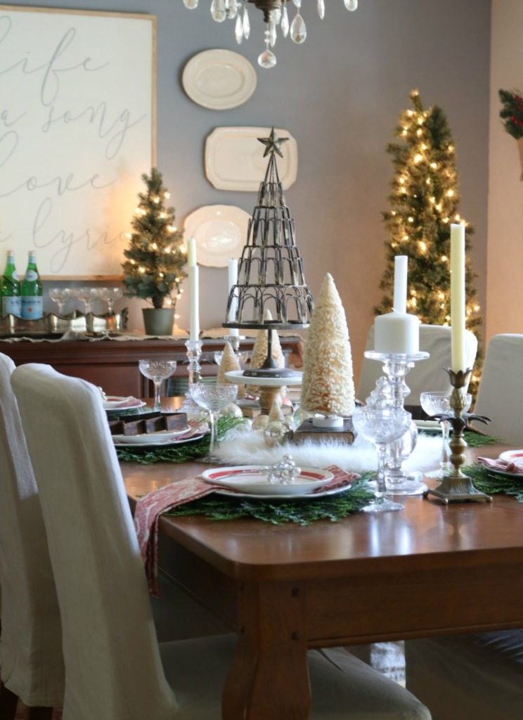 celebrate holidays with Festive Tablescape ideas