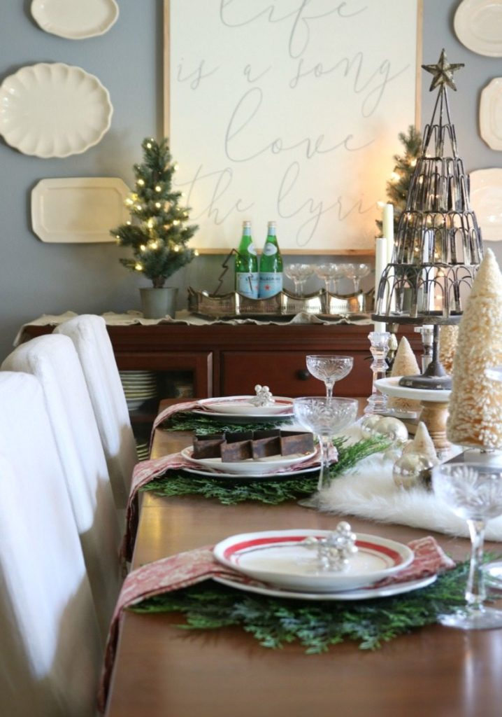 create a beautiful holiday tablescape for all your entertaining needs