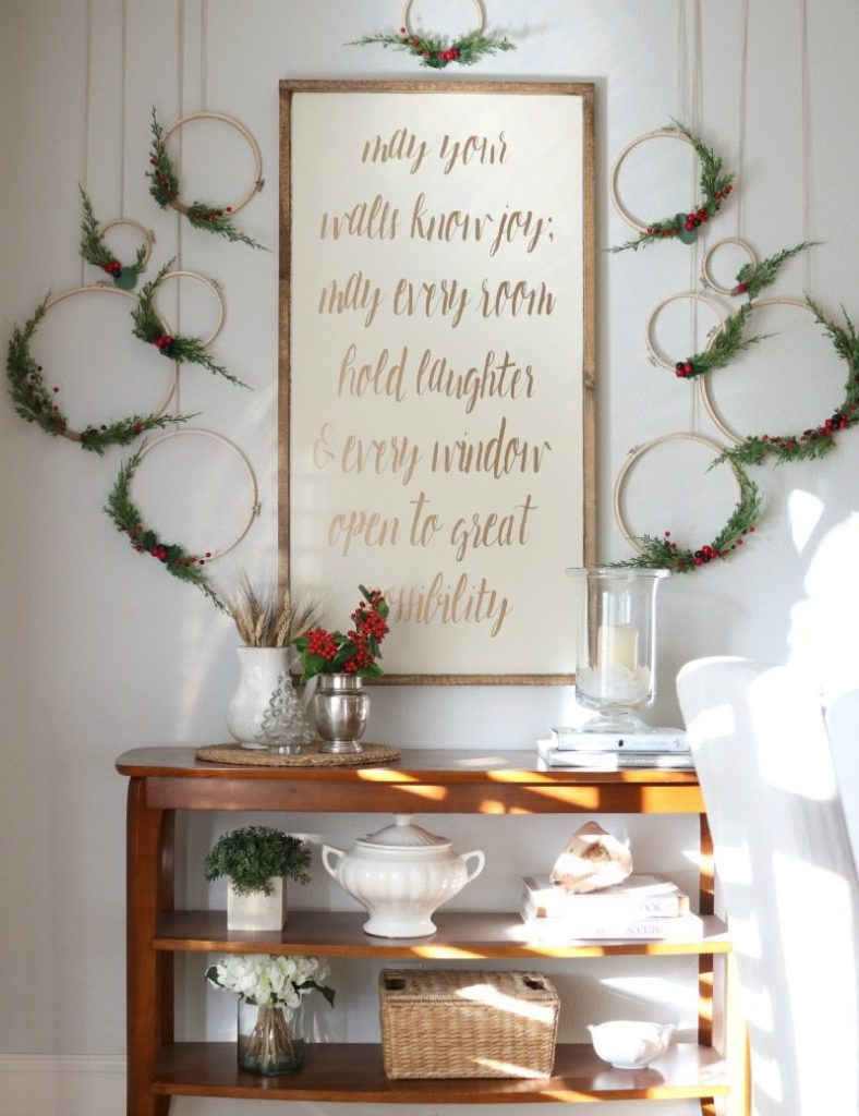 christmas decor in your dining room with holiday wreath wall