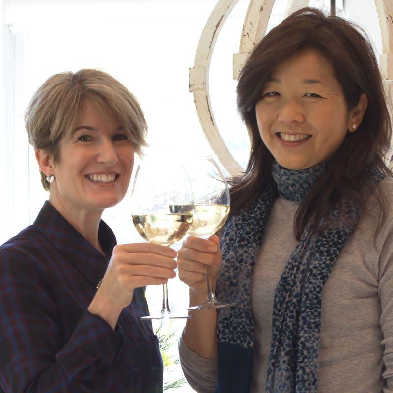 Jodie of The Design Twins sharing a glass of Wente Wine with Janine Happy Happy Nester