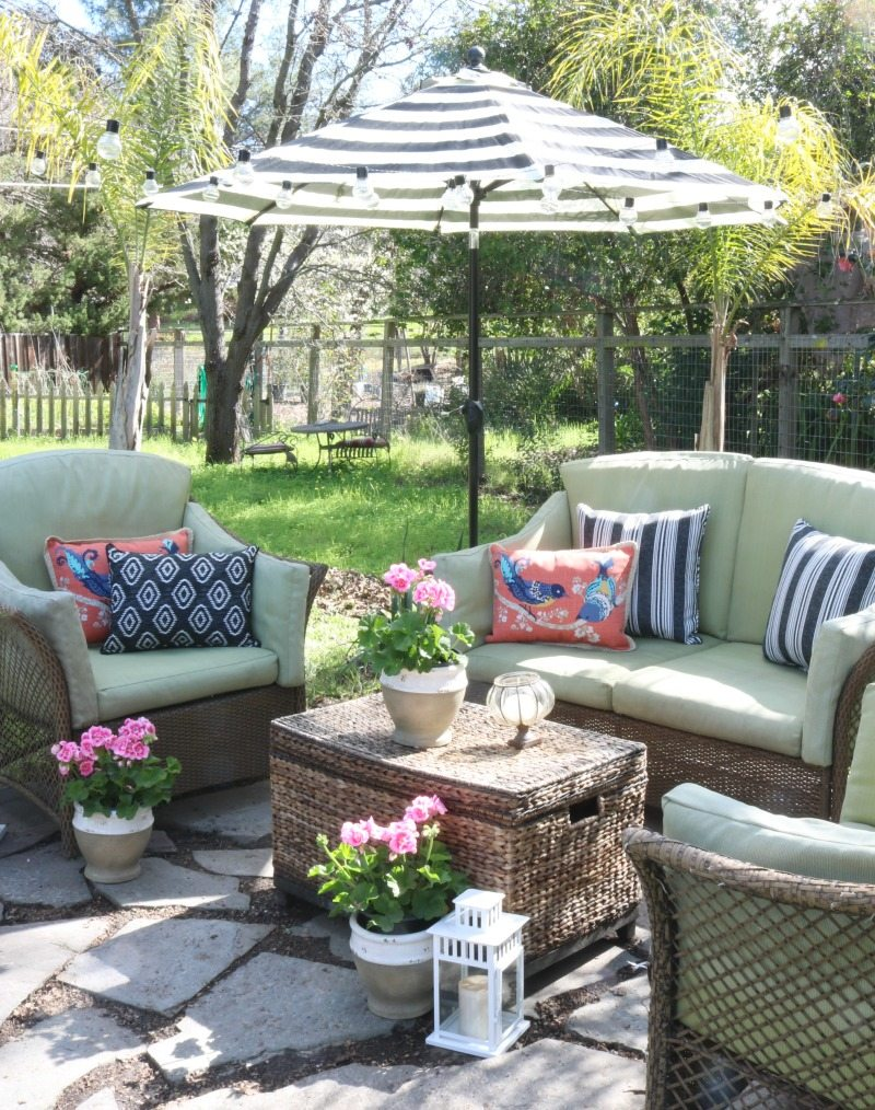 outdoor umbrella chairs and pillows
