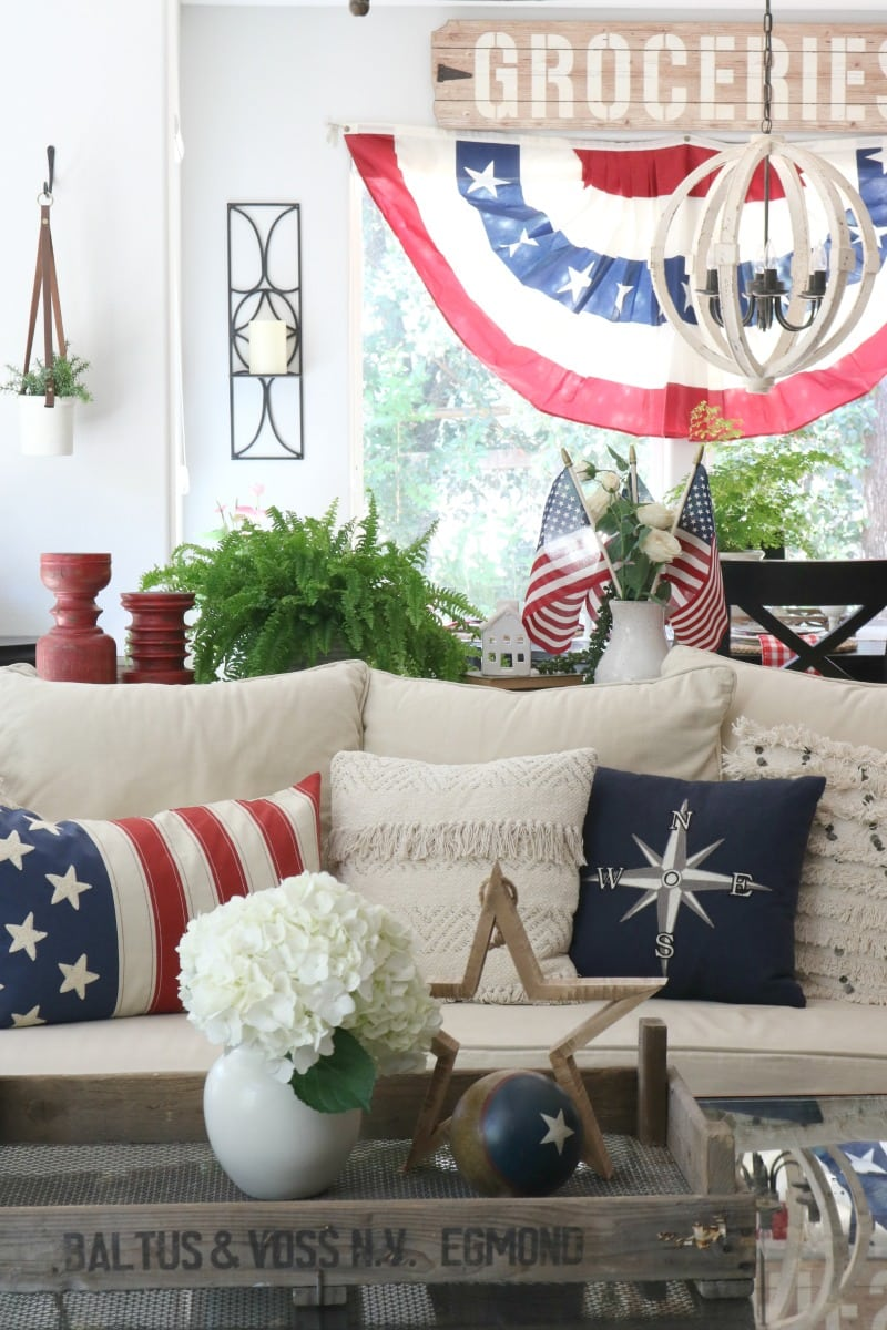 Fourth of July living room