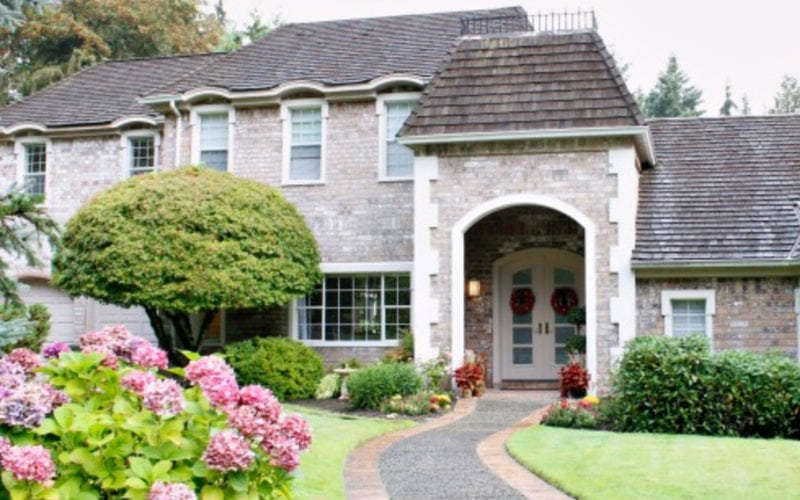 House Curb appeal flowers