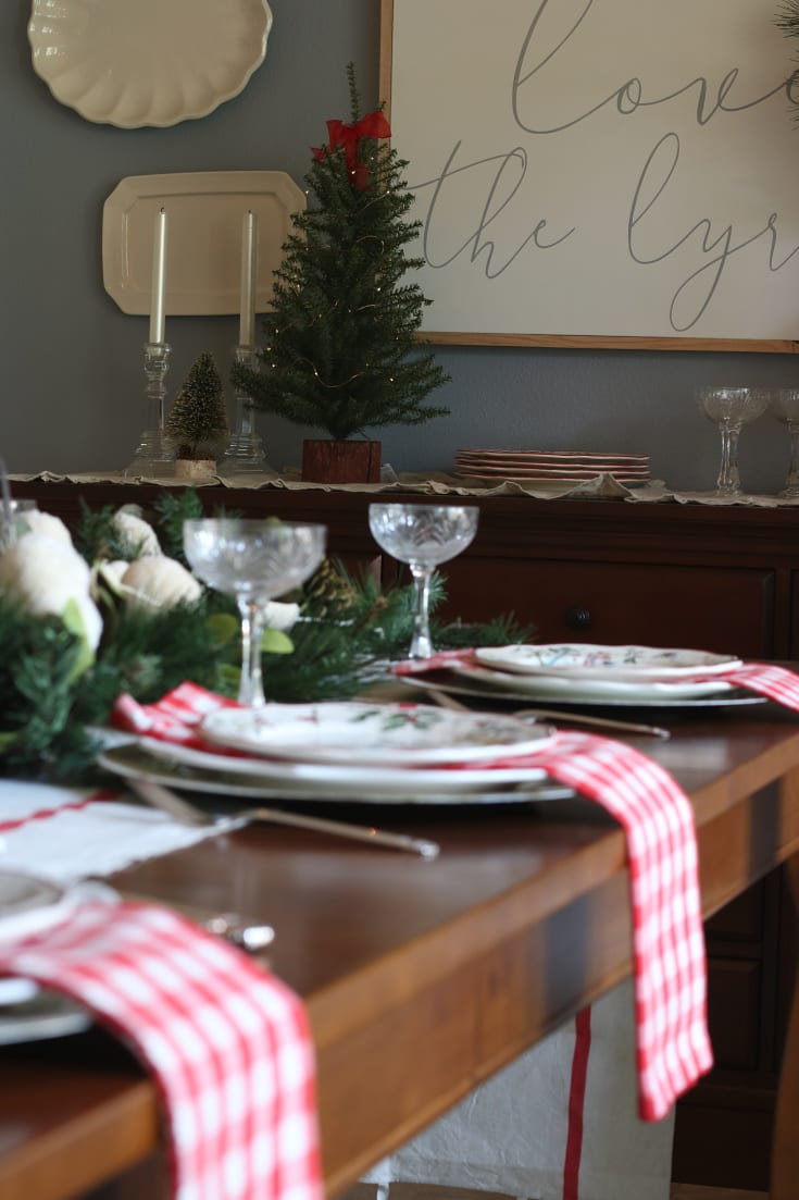 festive elegant table settings for holiday parties celebrations Christmas traditions