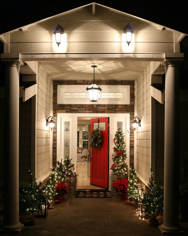 Best tips for painting plus step by step process for how to repaint your front door. How to choose colors, what paint to use. All your questions answered! Creating curb appeal for Christams