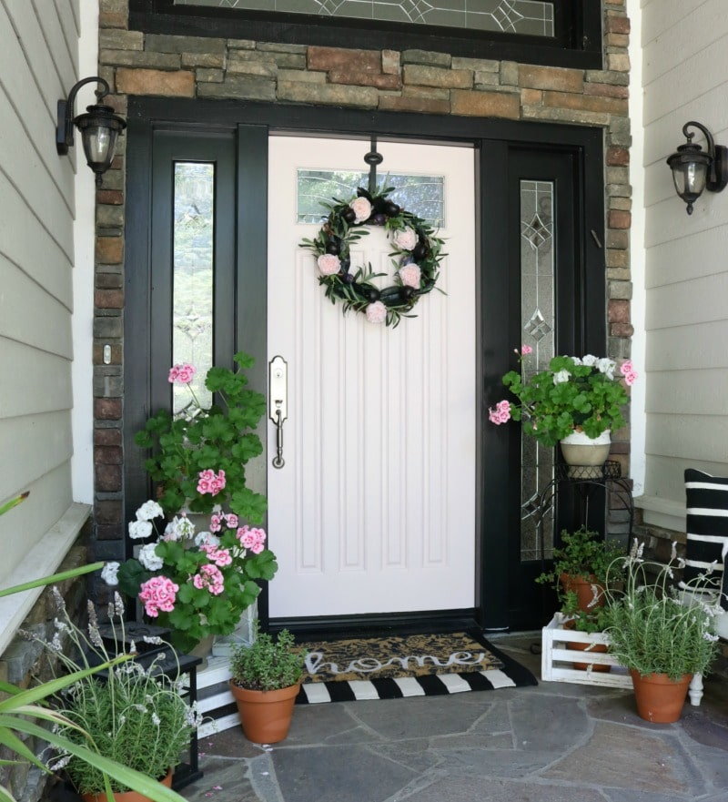 Best tips to repaint your front door. How to choose colors, what paint to use. All your questions answered! Choosing a fresh color gives a whole new look to your door.