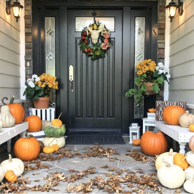 How to repaint your front door. How to choose colors, what paint to use. All your questions answered! Decorating with pumpkins