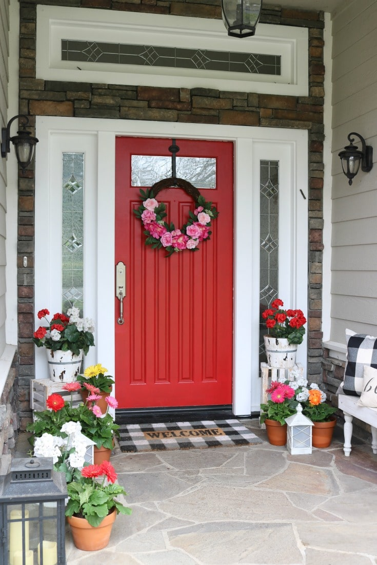 Best tips for painting plus step by step process for how to repaint your front door. How to choose colors, what paint to use. All your questions answered! Plus seasonal front door decor