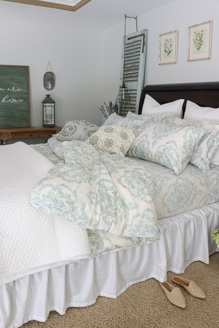 Quality bedding with texture quilt and pattern comforter and sheets