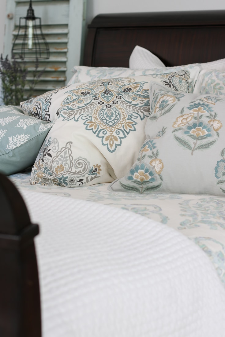 luxury bedding quilt sheets and throw pillows how to choose