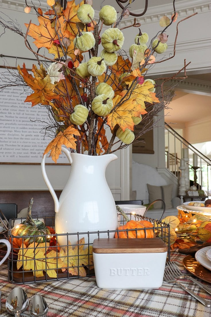 Get all our tips and tricks for an affordable pumpkin spice inspired fall dining room update.