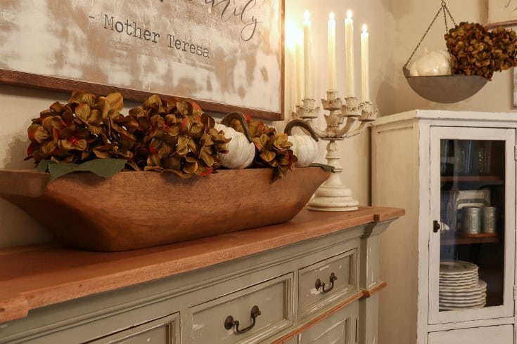 Create a cozy welcoming fall dining experience with dried flowers, candles and these easy decorating tips.
