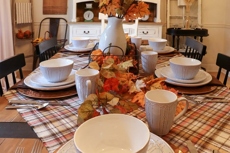We share easy tips for your fall table - Copper is the perfect accent color so we added copper charges to the tablescape.