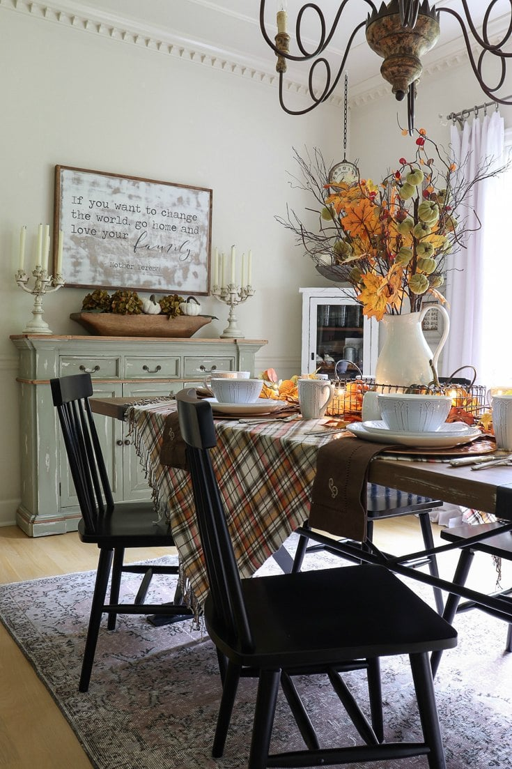 Prepare your home for a season of fall entertaining. We have lots of easy ideas, affordable resources, and gorgeous photos to inspire all your fall entertaining. Bring it on because it's party time!