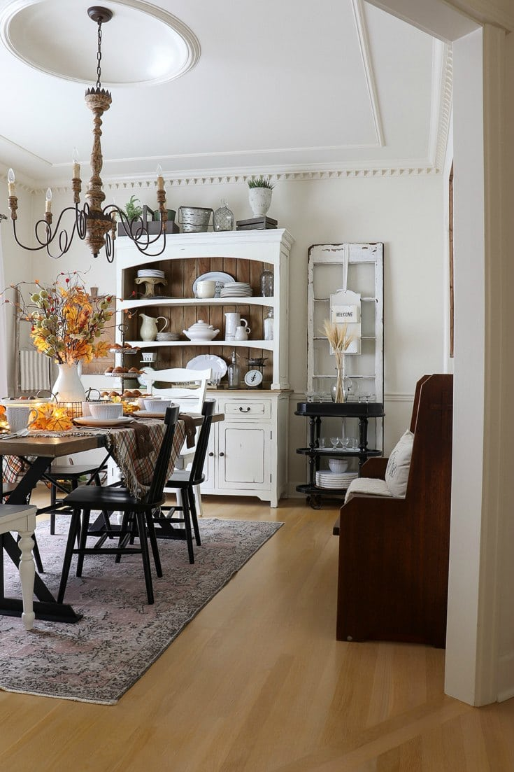 Our best fall entertaining and decorating tips to create a festive and inviting table.