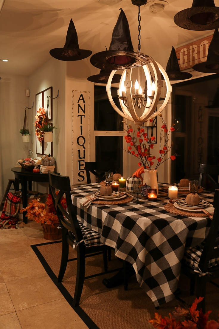 How to create an easy and affordable Halloween table with simple and affordable decorations.