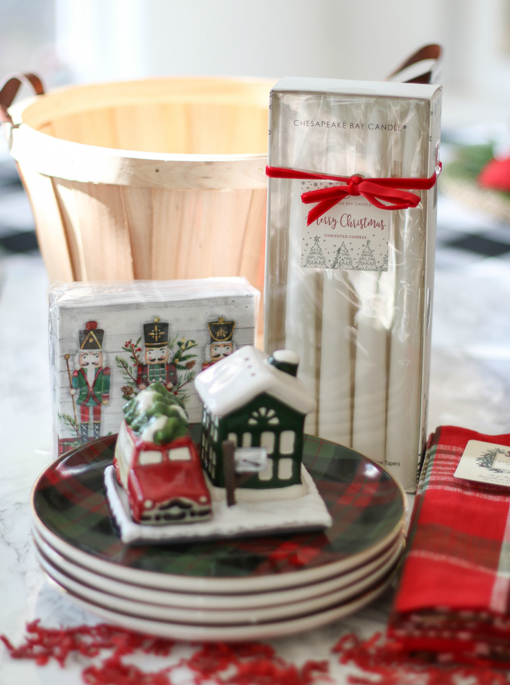 give the gift of a perfect Christmas dinner with this holiday table setting starter kit