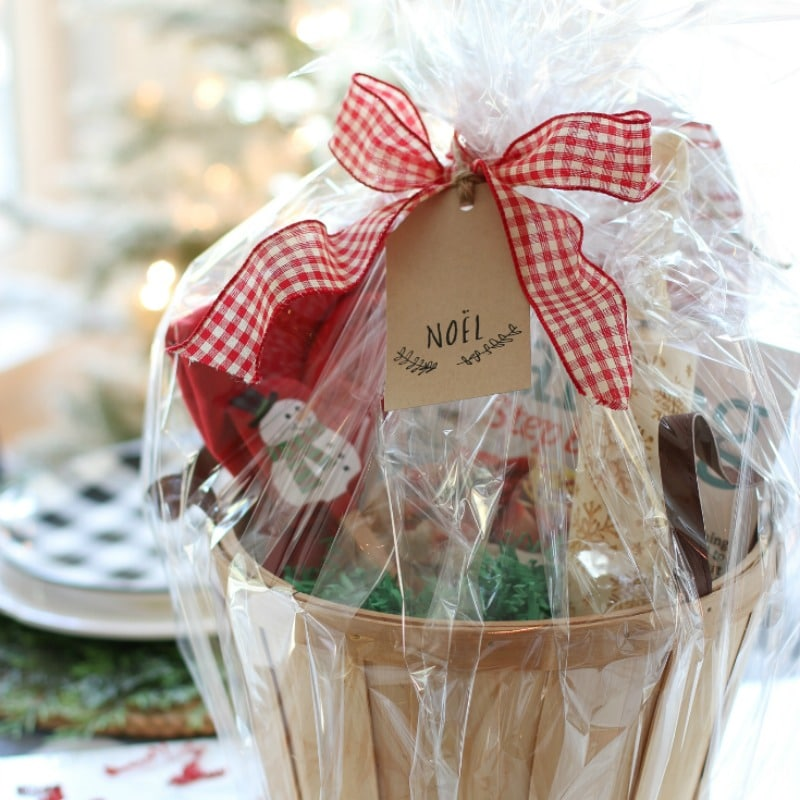 Fabulous DIY Christmas Gift Baskets Your Friends Will Love