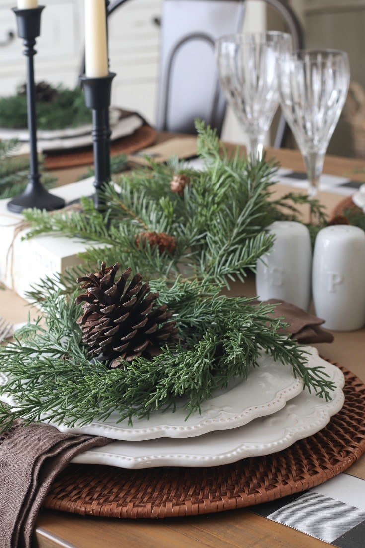 natural and rustic Christmas table elements