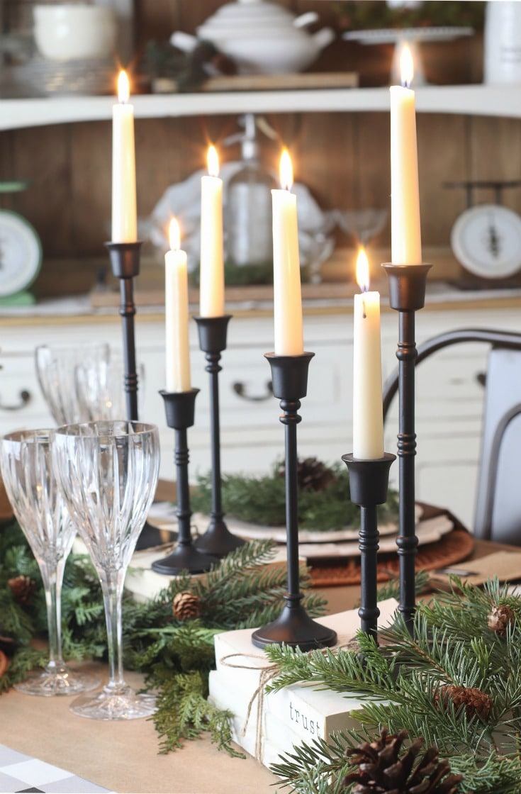 simple and natural farmhouse Christmas table decor