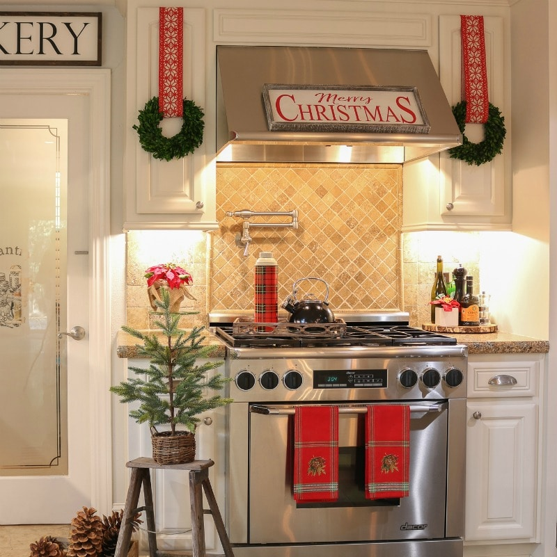 How to Quickly Hang Wreaths on Kitchen Cabinets