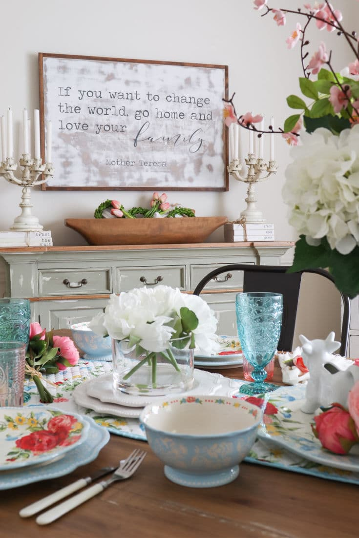budget designer tablescape with floral accents