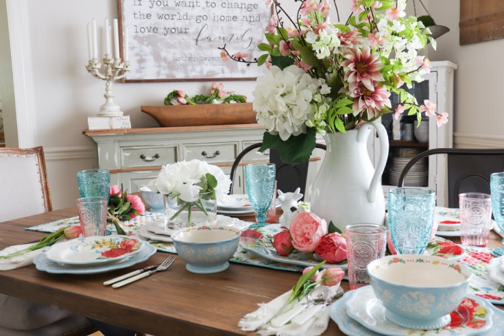 budget designer tablescape with flowers