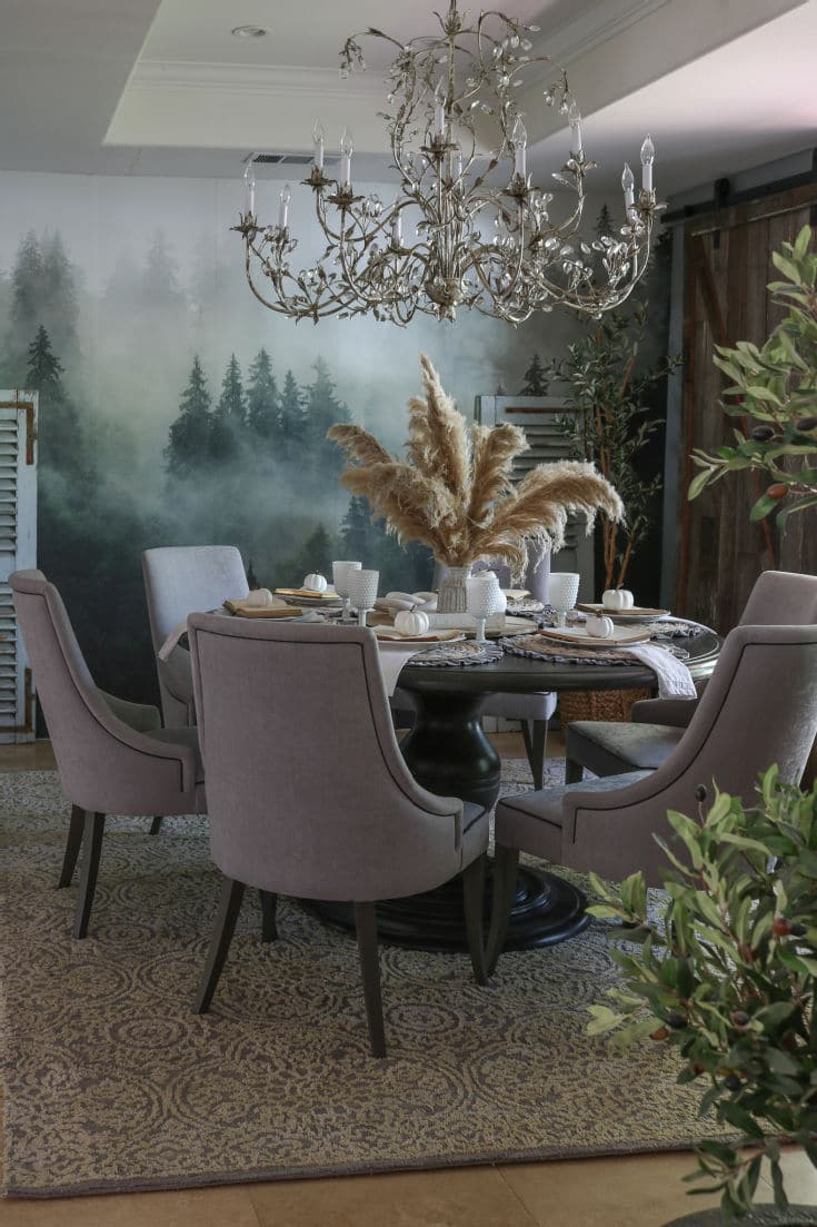 dramatic and elegant pampas grass centerpiece looks fluffy and still elegant